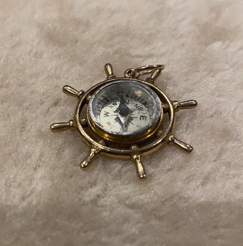 9ct Gold ships Wheel Compass Pendant (1 of 6)