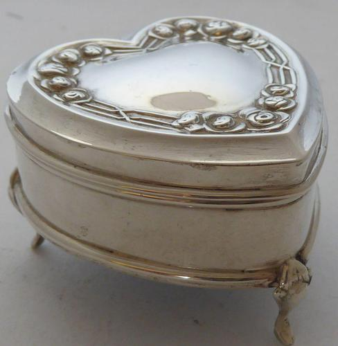1909 Hallmarked Silver Love Heart Pill Earring Jewellery Box Arts & Crafts (1 of 10)