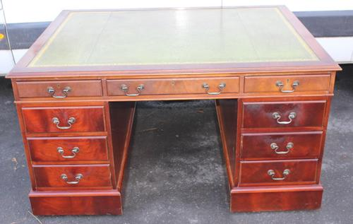 1960's Mahogany Pedestal Partners Desk with Green Leather Top. (1 of 6)
