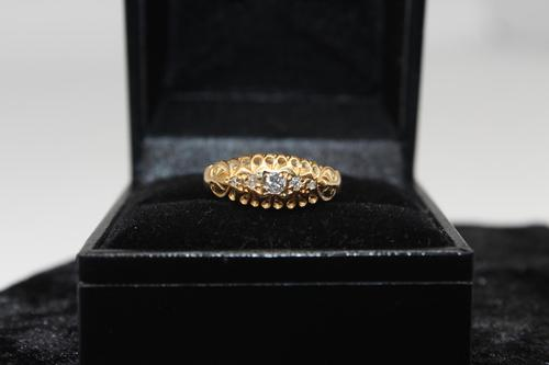 18ct Gold Diamond Ring, size O, weighing 2.2g (1 of 6)