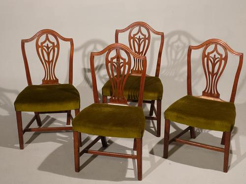 A Set of 4 George III Period Hepplewhite Mahogany Chairs (1 of 3)