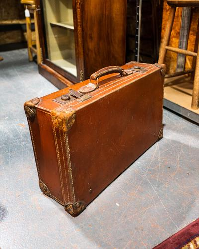 Good Quality Leather Suitcase (1 of 3)