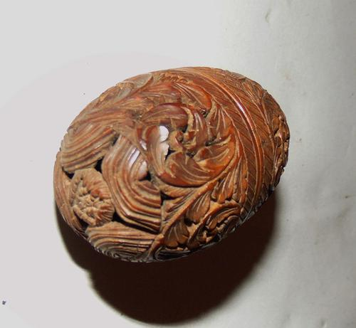 Victorian carved coquilla nut thimble holder (1 of 5)