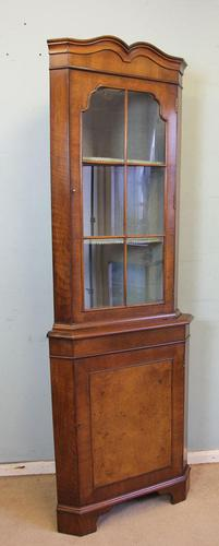 Walnut Corner Cabinet, Queen Anne Style (1 of 8)