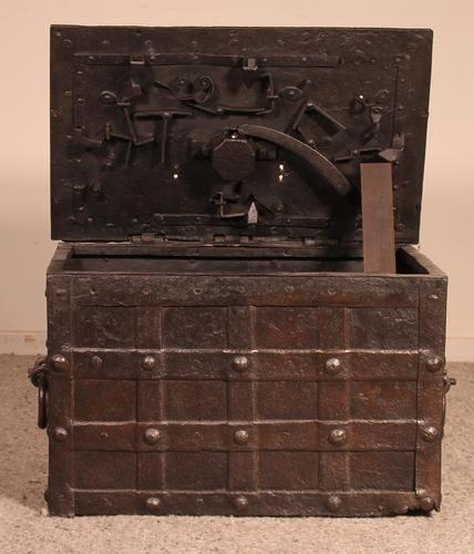 Nuremberg Chest or Pirate Chest 17th Century in Wrought Iron (1 of 12)