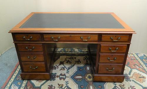 Mahogany Pedestal Desk (1 of 6)
