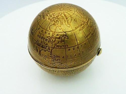 Spherical Globe Pygmalion Powder Compact 1950s (1 of 6)
