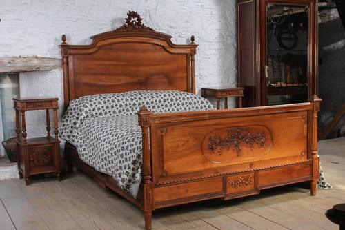 Impressive and beautiful large king size carved walnut bed & matching bedsides (1 of 13)