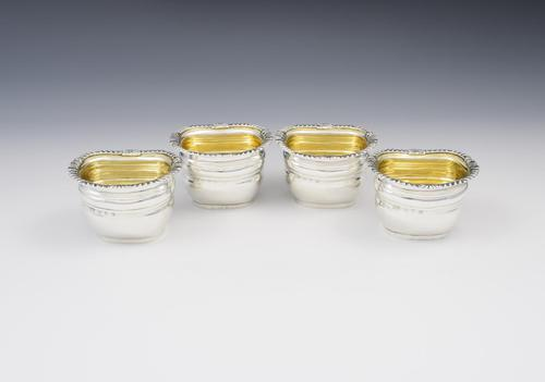Set Of 4 Victorian Silver Bombe Table Salts Elkington & Co 1898 (1 of 9)