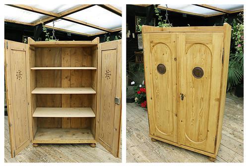 Fabulous Old Pine 2 Door Cupboard / Linen Cupboard / Food / Larder with Shelves  - We Deliver! (1 of 11)