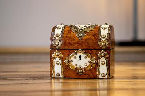 Burr Walnut Perfume Box 1870 (1 of 13)