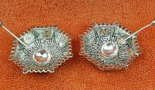Antique Sterling Silver Pair of Salts & Matching Spoons 1899 William Devenport (1 of 12)