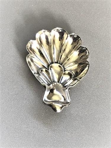 Lovely Shell Design Silver Caddy Spoon (1 of 3)