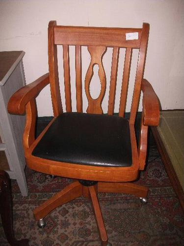 Large Swivel Office Chair (1 of 2)