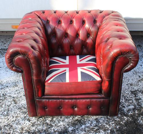 1960s Chesterfield Red Leather Tub Chair with Union Jack on Seat (1 of 3)