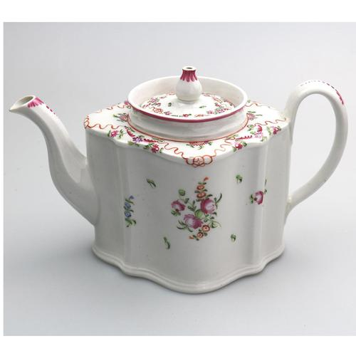 Very Pretty Georgian New Hall Porcelain Lozenge Teapot 195 c.1780 (1 of 8)