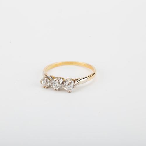 Vintage 0.50 Carat Diamond Three Stone Trilogy Engagement Ring c.1940 (1 of 5)