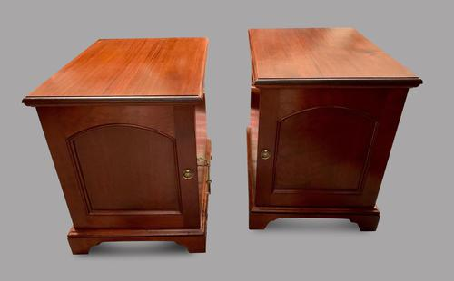Pair of Victorian Mahogany Side Tables (1 of 4)