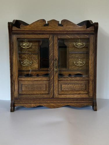 Quality Antique Oak Smokers Cabinet (1 of 6)