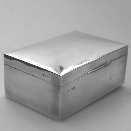 Plain Good Sized Solid Silver Curved Top Cigarette Box c.1913 (1 of 10)