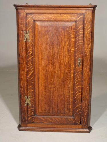 Good George III Period Oak Corner Cupboard (1 of 4)