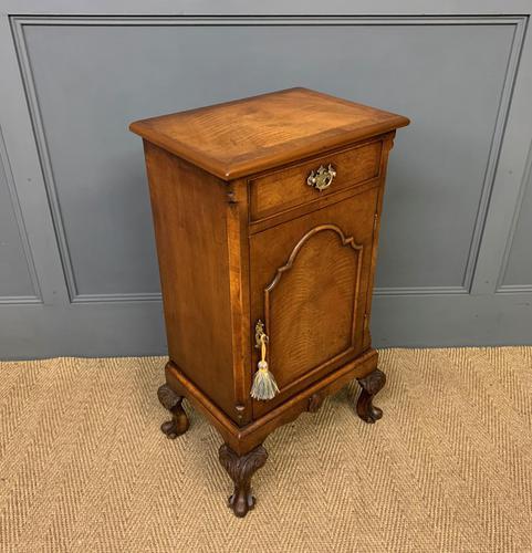 Queen Anne Style Burr Walnut Bedside Cupboard (1 of 10)