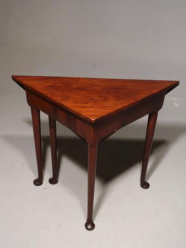 A Good George III Period Mahogany Corner Table (1 of 5)