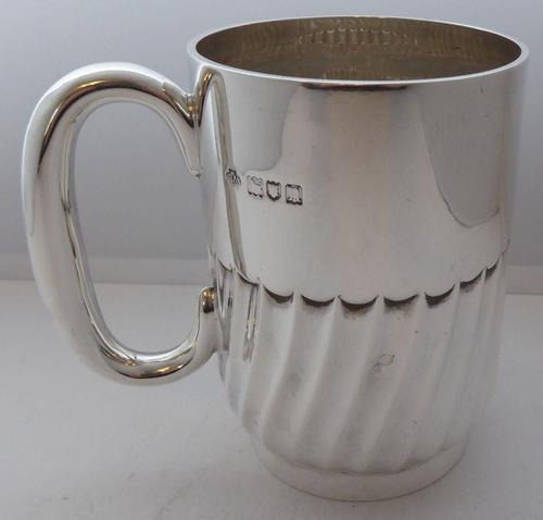 1908 Hallmarked Solid Silver 1/2 Pint Tankard Christening Mug 205g by W Hutton (1 of 10)