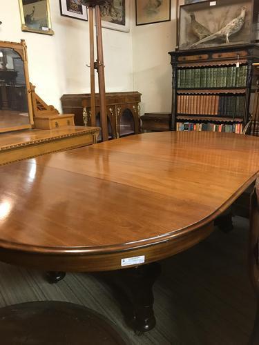 Oval 2 Leaf 4 Piller Extending Table (1 of 6)