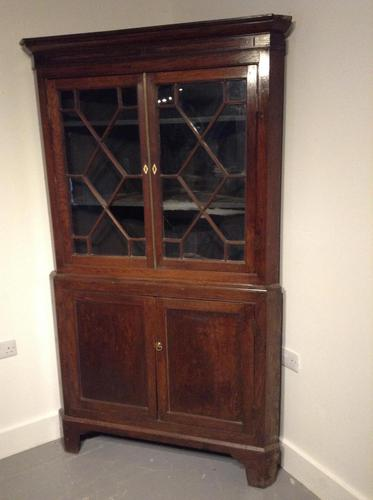 Oak corner cupboard (1 of 2)