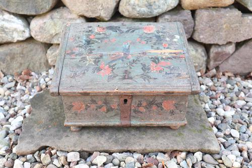 Scandinavian / Swedish 'Folk Art' Bridal / dowry chest, rosmålning heart & love bird decoration c.1780 (1 of 39)