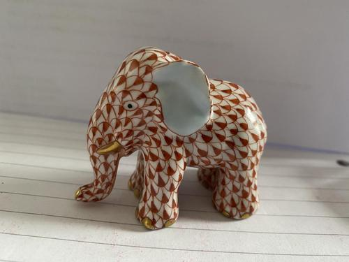 Herend Porcelain Elephent Figurine in Rust Fishnet Design with 24ct Gold Detail (1 of 7)