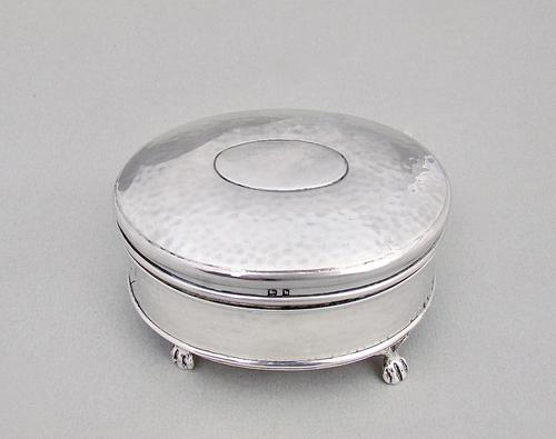 Exquisite Arts & Craft spot-hammered silver jewellery box by Blanckensee & Sons, Birmingham 1907 (1 of 6)