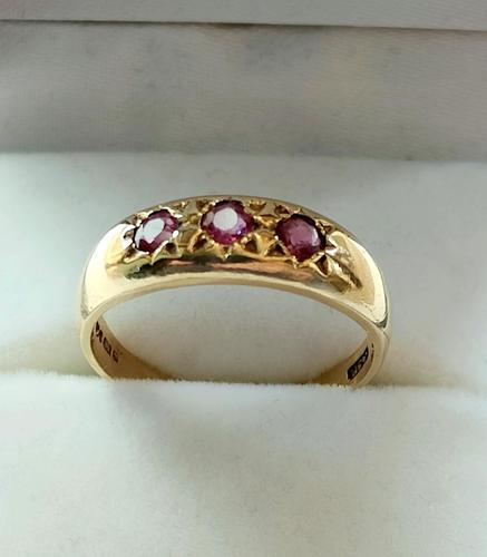 Vintage 9ct Ruby Gypsy Ring (1 of 10)