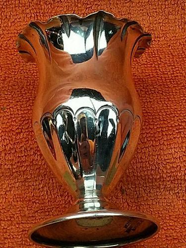 Antique Sterling Silver Hallmarked Tulip Vase 1900 Goldsmiths & Silversmiths Co Ltd 60g (1 of 9)