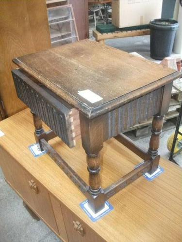 Oak Lamp Table with Drawer (1 of 3)