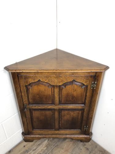 Early 20th Century Oak Corner Cupboard (1 of 8)