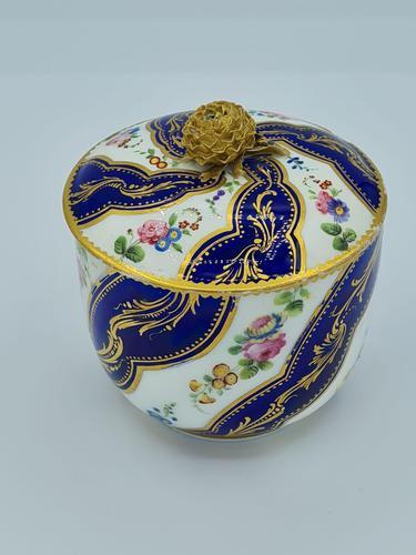 Vincennes Sèvres 18th Century Porcelain Sugar Bowl (1 of 9)