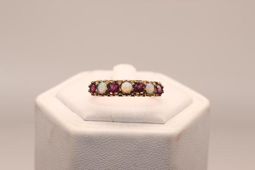 9ct Gold & Ruby Ring, size S, weighing 2.2g (1 of 5)