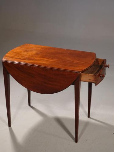 Good George III Period Oval Mahogany Pembroke Table (1 of 6)
