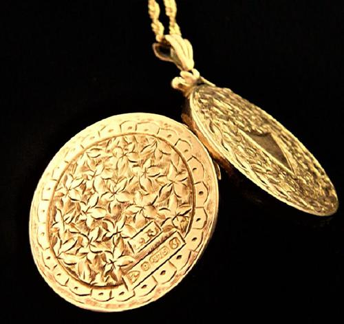 Edwardian Hallmarked 9ct Gold Engraved Locket with Necklace Chester Assayed (1 of 9)