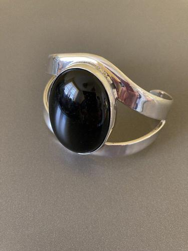 Large Mexican Silver Bangle with Black Onyx 1960s (1 of 5)