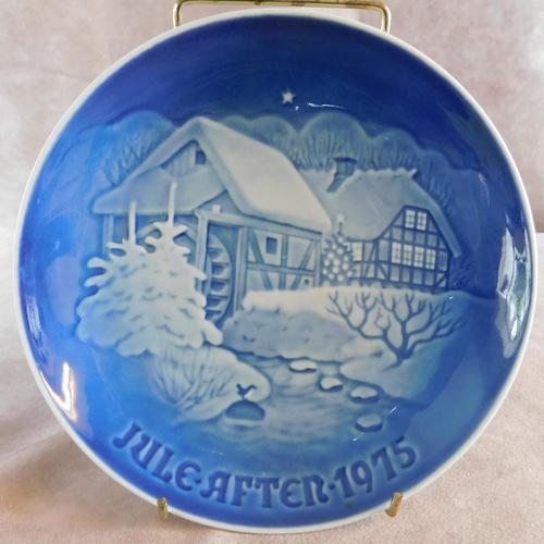 "Bing & Grondahl Christmas plate ""Christmas at The Old Watermill"" 1975 (1 of 3)"