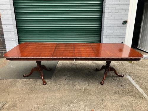 Quality Mahogany Extending Dining Table (1 of 15)