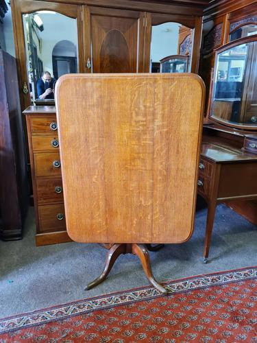 Golden Oak Georgian Tilt Table (1 of 5)