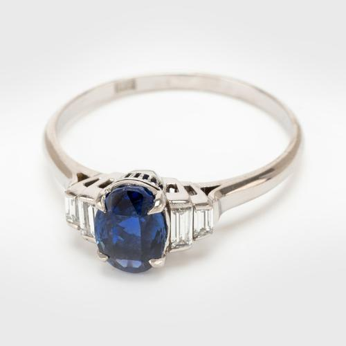 Vintage 1.05 Carat Sapphire & 0.12 Carat Diamond Solitaire Engagement Ring c.1940 (1 of 7)