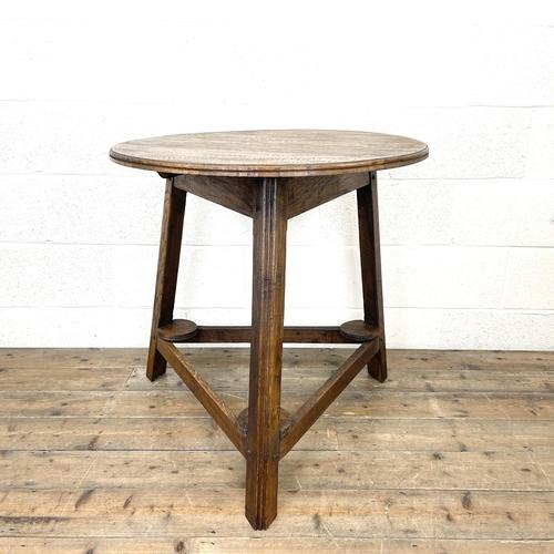Traditional Style Oak Cricket Table (1 of 10)