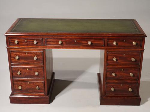 Very Good Quality Mid 19th Century Mahogany Centre Standing Pedestal Desk (1 of 6)