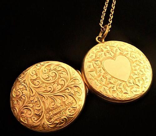 Edwardian Hallmarked 9 Carat Rose Gold Locket Necklace Chester Assayed (1 of 10)