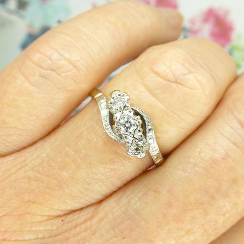 Vintage 18ct Platinum diamond trilogy ring c1930s ~ 1950s (1 of 10)
